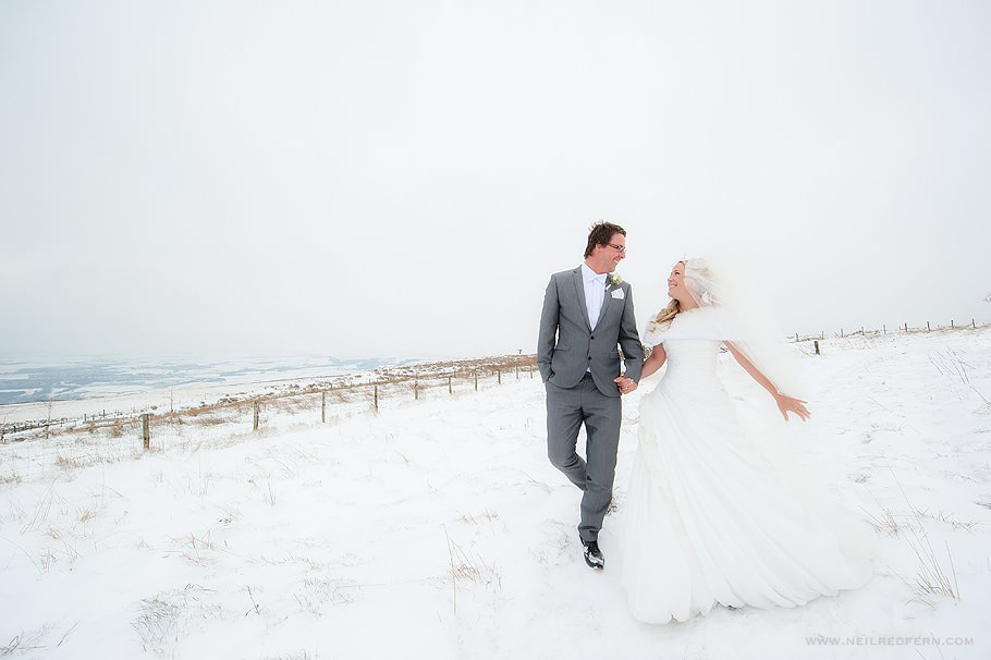 Wedding photographs in the snow 02
