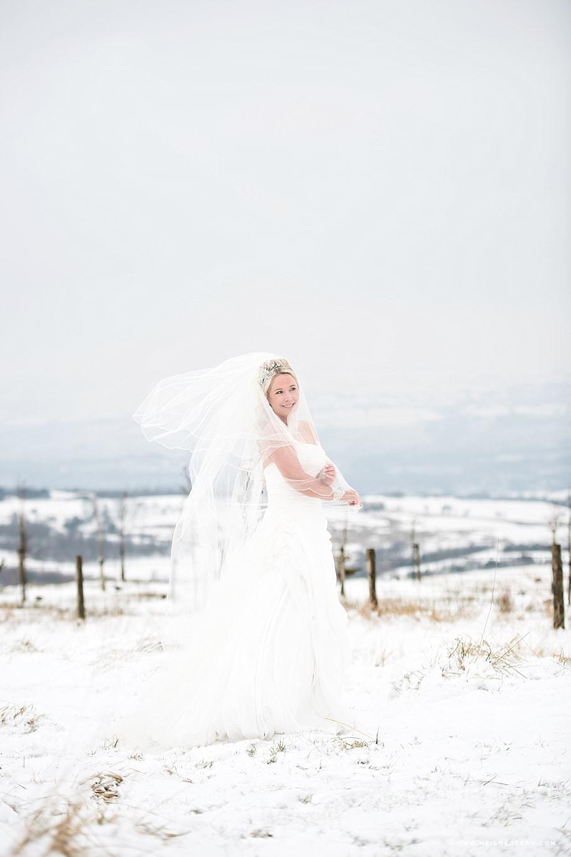 Bride in the snow 03