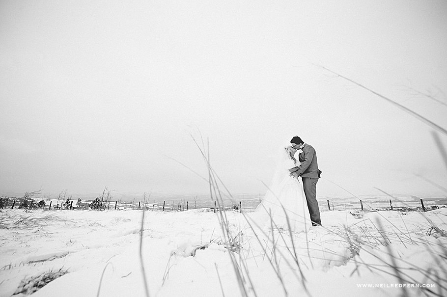 Wedding photographs in the snow 09