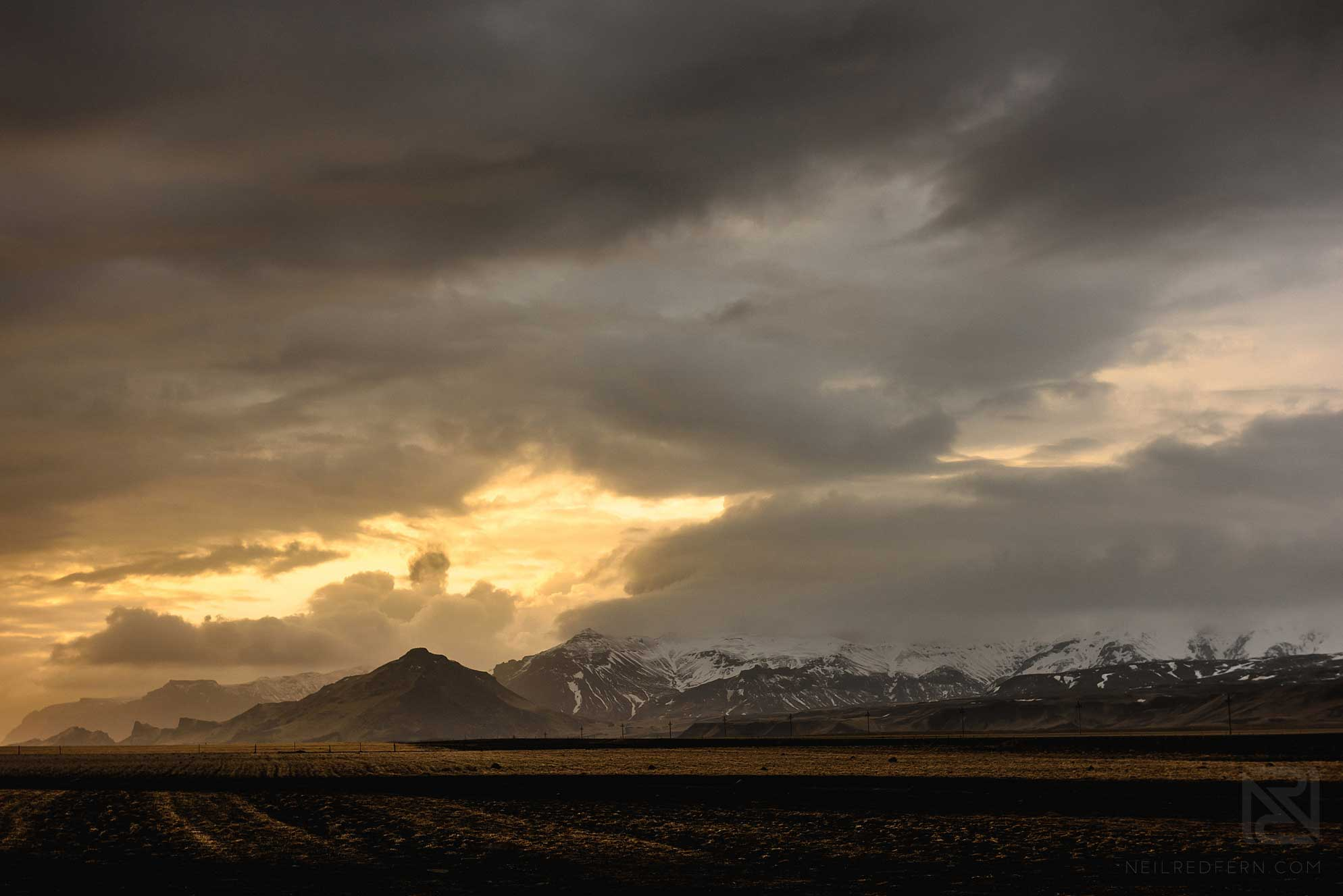 05-Iceland-sunset-over-mountains