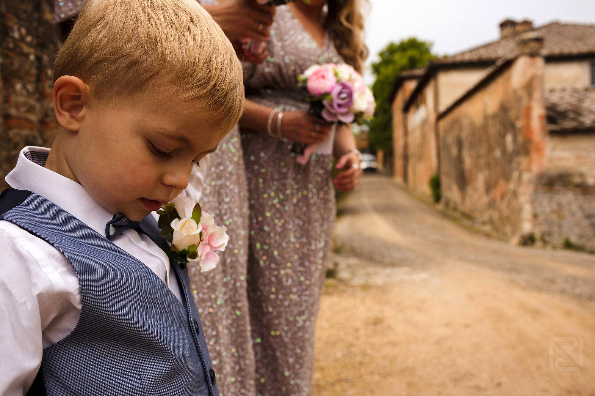 pageboy waiting for bride