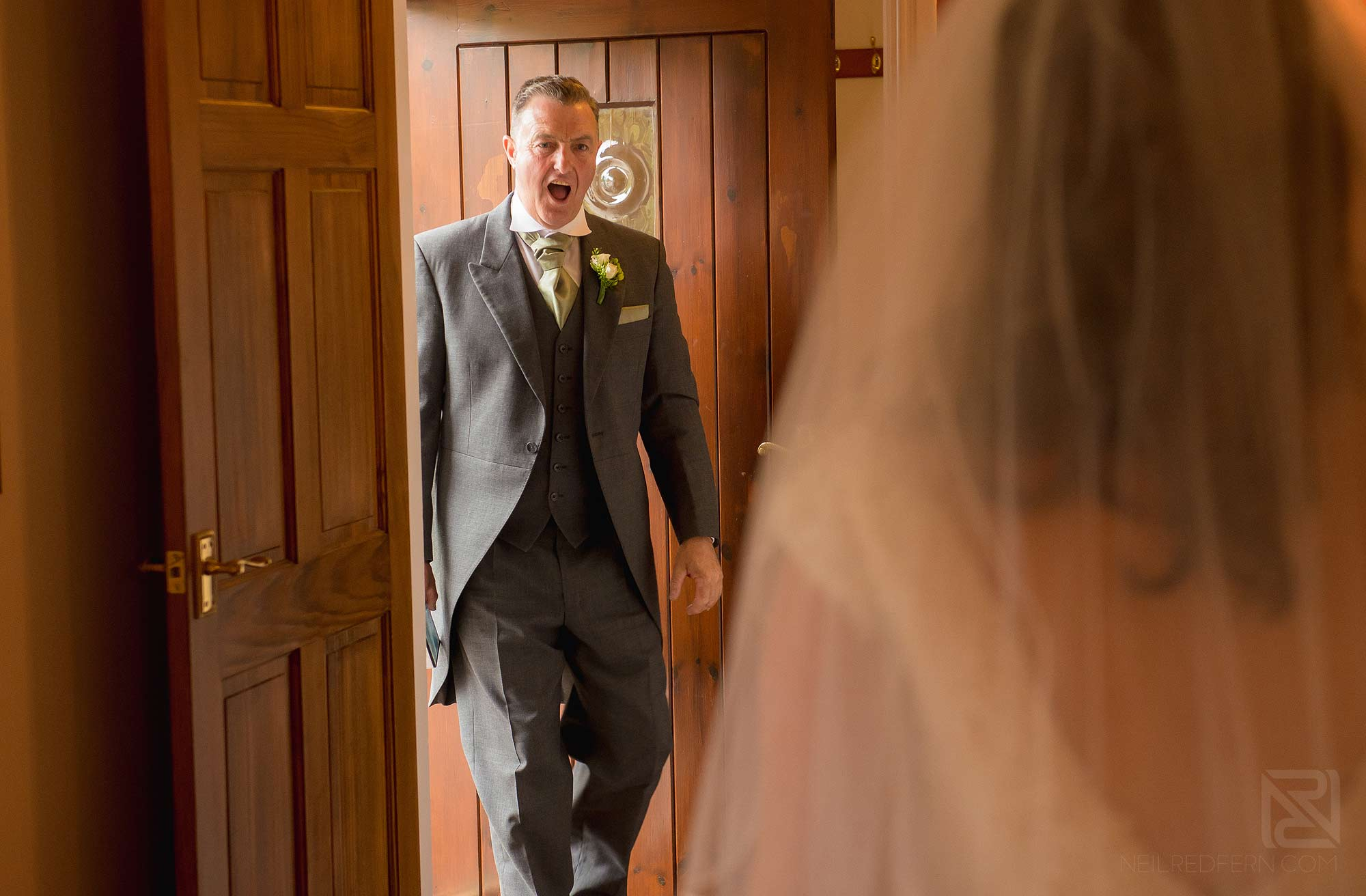 father of bride seeing bride for first time
