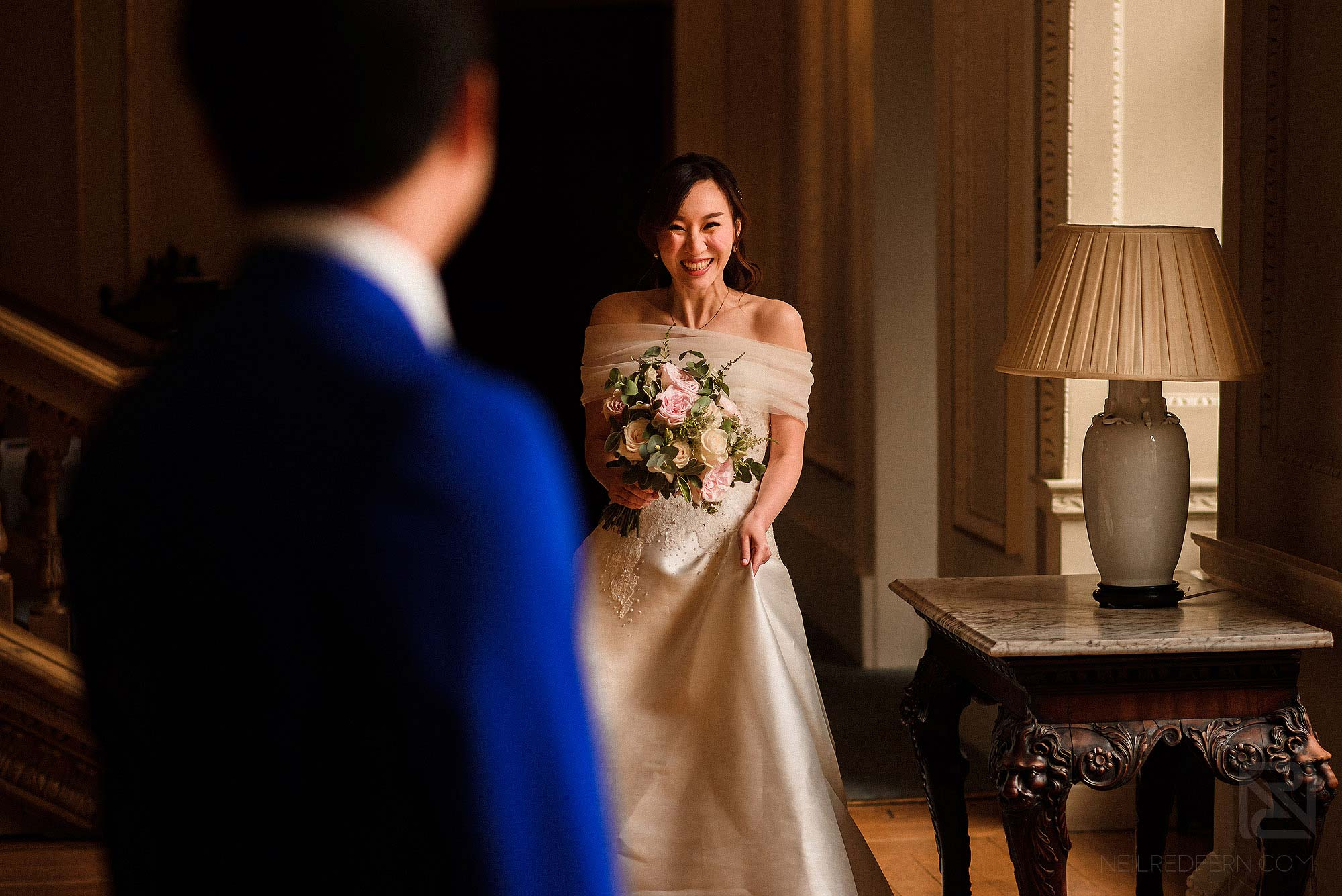 Chinese bride seeing groom for first time during first look