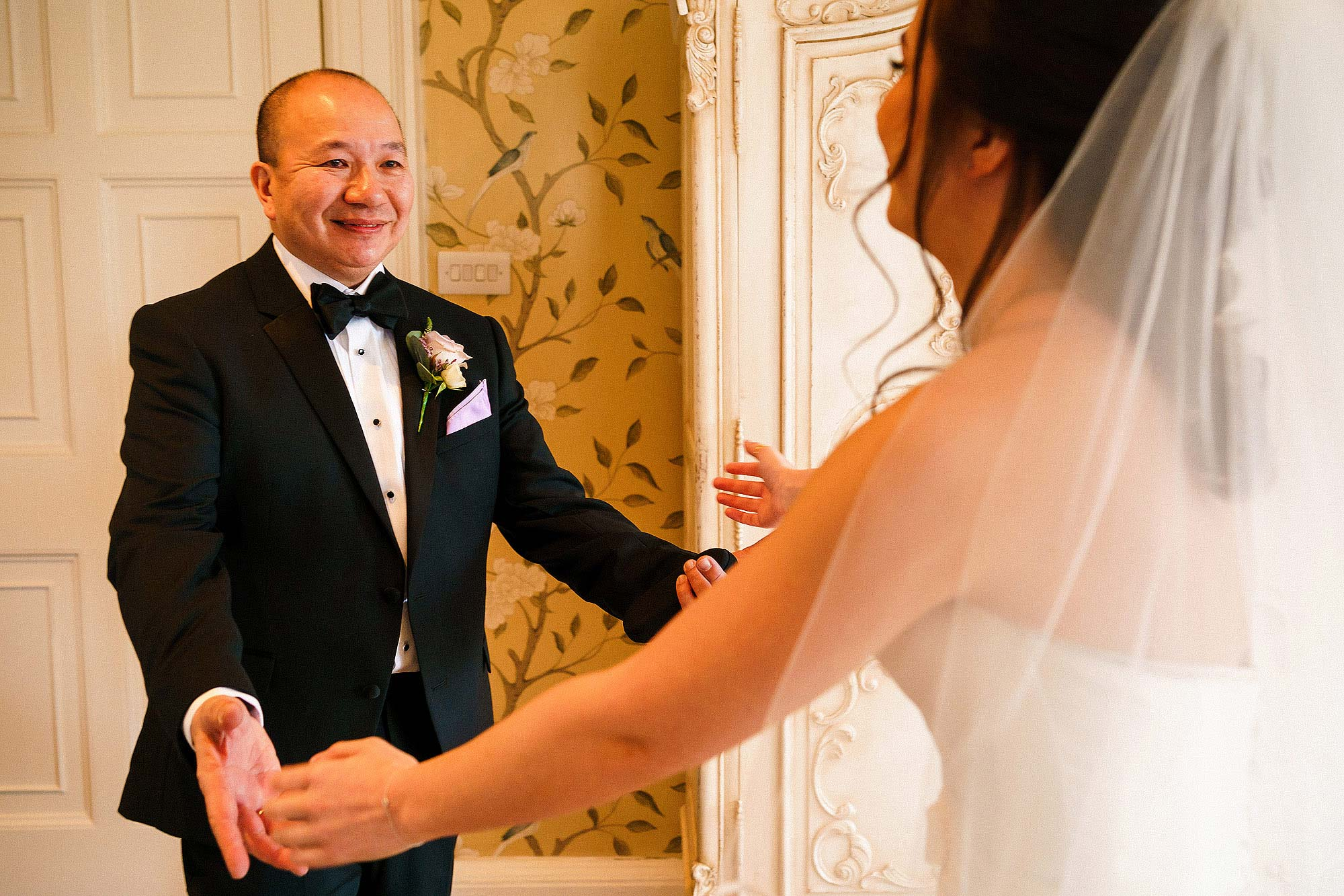 bride's father seeing daughter in dress for first time